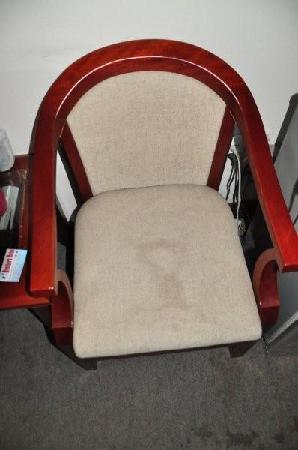 Brothers Hotel: Stain on chair from leaking aircon