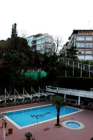 Harem Hotel: Pool and terrace (April 2010)