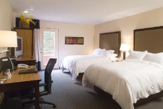 The Woodlands Inn: Streamside Guestroom