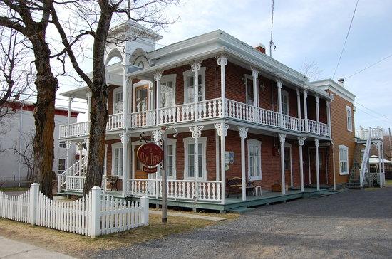 Baie-St-Paul, Canadá: Le Clocheton de dehors