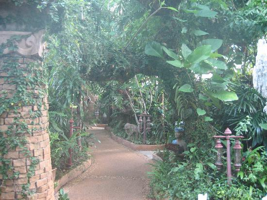 Sawasdee Village: Path to the garden rooms