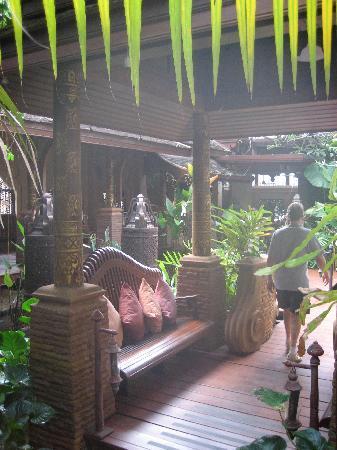 Sawasdee Village: Going to restaurant from inside hotel