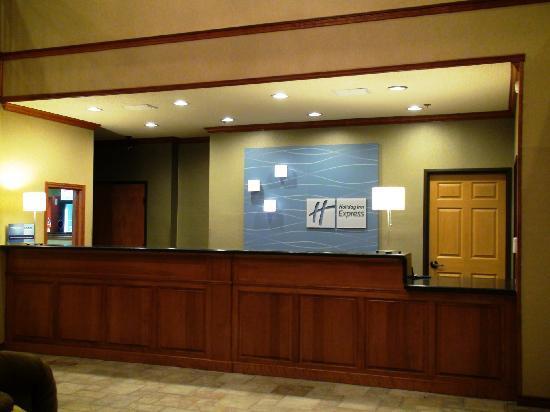 Holiday Inn Express Greenville: Front Desk