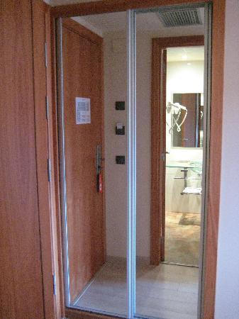 Sercotel La Selva: armario con espejo