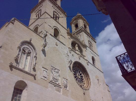 Altamura, Italien: facciata principale con rosone