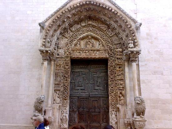Altamura, Italien: porta d'ingresso duomo