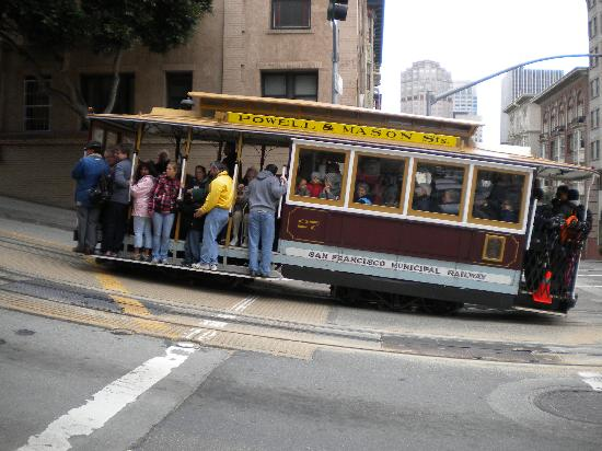 The Nob Hill Inn: Cable cars to help get back up the hill!