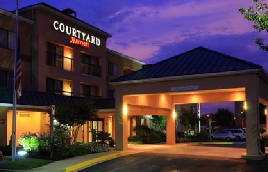 Courtyard Frederick: Convenient access to I-270, I-70 and Route 15 and minutes from Historic Downtown Frederick