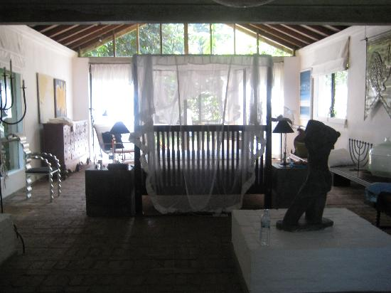 Lunuganga: part of the huge two floored gallery bed room