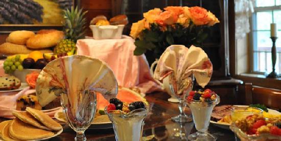 Ponderosa Lodge Bed & Breakfast: Delicious breakfasts at the Ponderosa Lodge