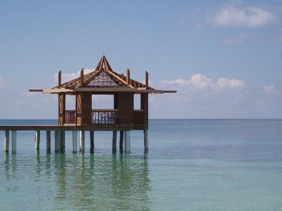 Lost Paradise Inn: The gazebo on the water