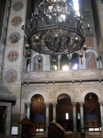 Cluj-Napoca, โรมาเนีย: Una iglesia ortodoxa y bizantina sólo podía tener planta de cruz griega. La amplitud y la altura