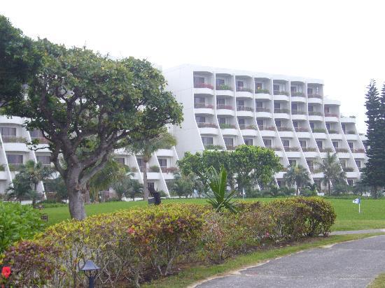 Miyakojima Tokyu Hotel & Resorts : 各部屋のベランダにも花が