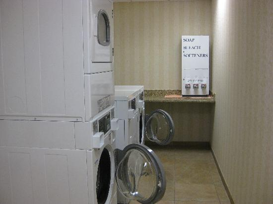 Hampton Inn Hagerstown - I-81: guest laundry