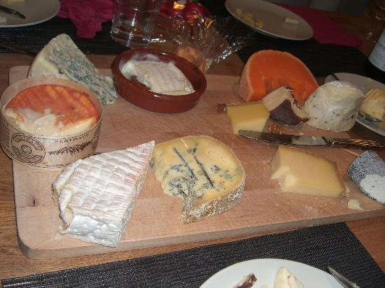 "Cook' n With Class Paris: The Cheese Platter with the ""stinky"" cheese"