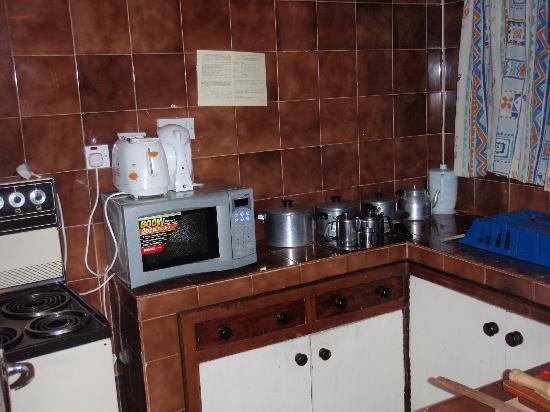 Kenya Comfort Hotel Suites: Kitchen