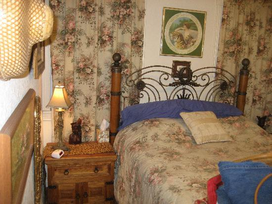River Lodging B & B: Picture of the bedroom.