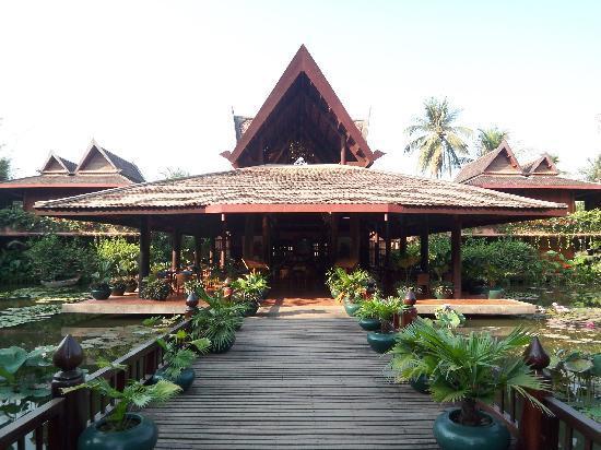 Angkor Village Hotel: dining area