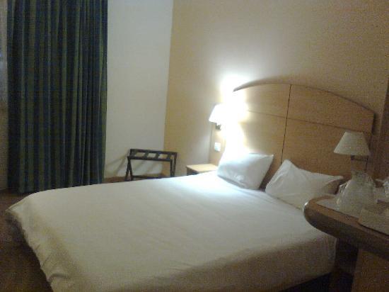 Campanile Madrid Alcala de Henares: cama de  1,50