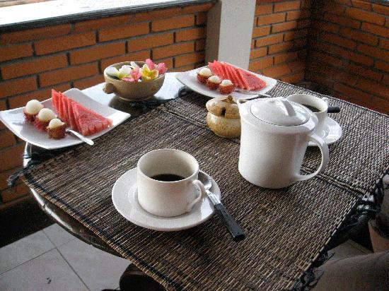 Puri Bayu Guest House: fruits for breakfast