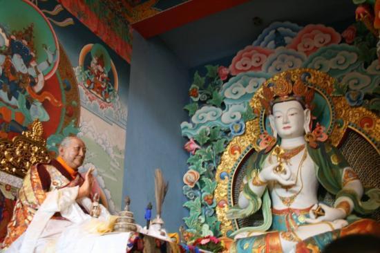 Khawalung Monastery: Statue of Dilgo Khyentse Rinpoche.