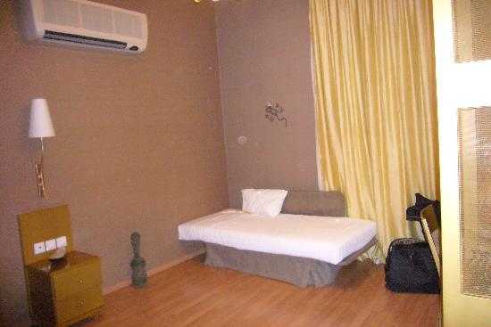 Delphi Art Hotel: Suite 3rd bed
