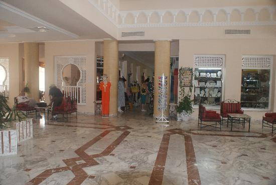 Hotel Green Golf: Spacious lobby area
