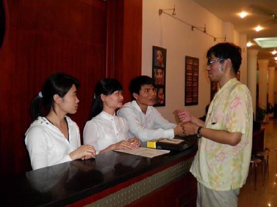 Rising Dragon Hotel: 誠実な応対で心地よい