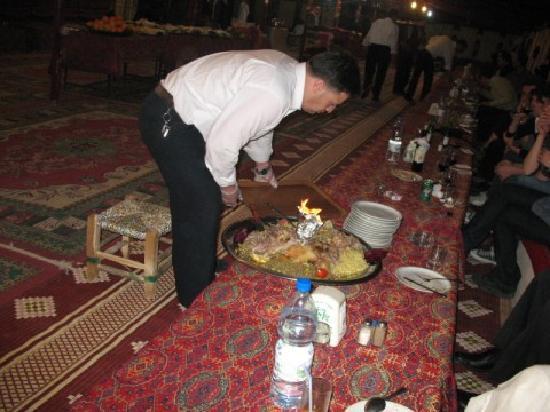 Palmyra Gate: Cordero con arroz y almendras