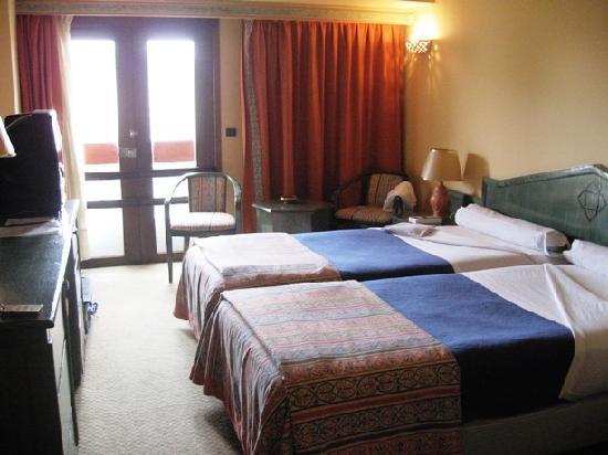 Hotel Sofia: La habitacion que nos dieron (sin cama supletora, pero nos la trajeron sobre la marcha)