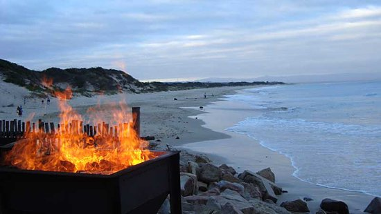 Jeffreys Bay, Sør-Afrika: Fire and water - View from the Walskipper