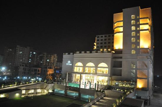 Piccadily Hotel New Delhi: Elegant at night !