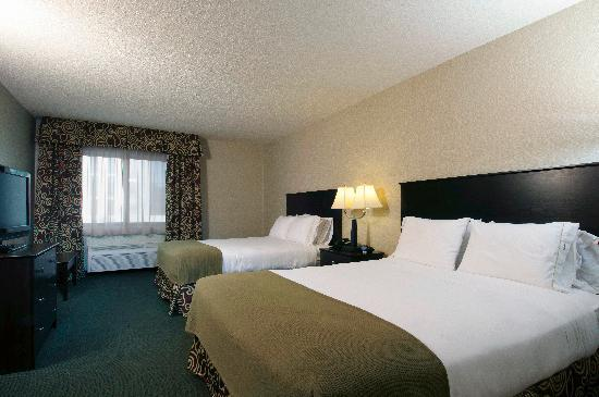 Holiday Inn Express Minneapolis Downtown (Convention Center): Two Queen Beds