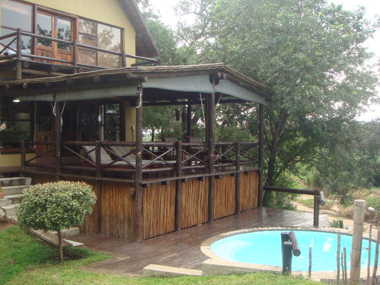 Indlovu River Lodge: Eperience breathtaking views from both levels of the Shingwedzi Chalet