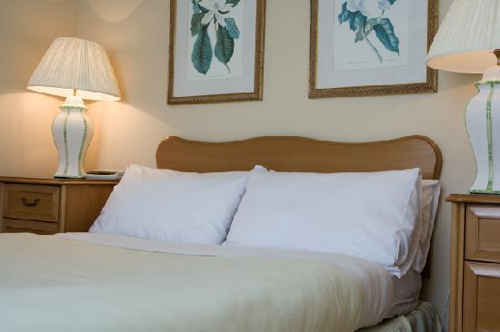 Skene House Whitehall: Whitehall superior suite master bedroom