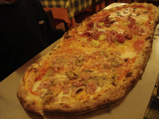 Le Scuderie: A Metre of Pizza