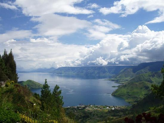 Mengunjungi Danau  Toba  Kisah Pulang Kampung Kumpulan