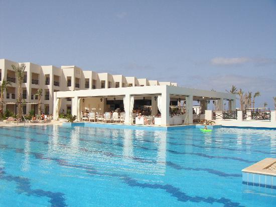 Jaz Almaza Beach Resort: Crystal pool
