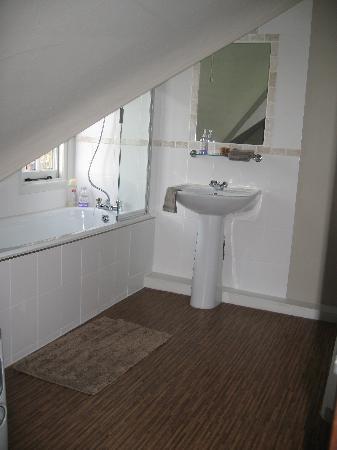 Arundel Holt Court : Our ensuite bathroom