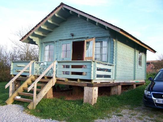 Huntstile Organic Farm: The log cabin