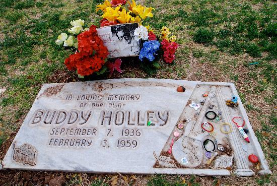 ‪ستاي بريدج سويتس لوبوك: Buddy Holly Gravesite‬