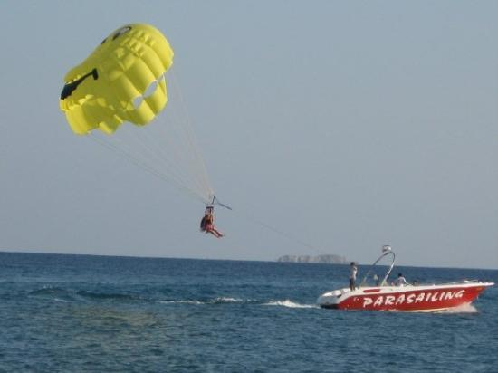 Sarigerme, Turki: the girls went parasailing too