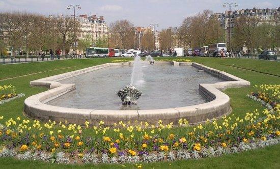 Paris Walks : Le jardin - Tour Eiffel
