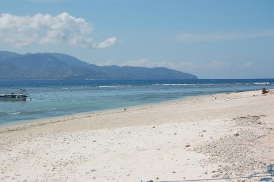 Gili Trawangan, Indonesia: The Island in front is Lombok