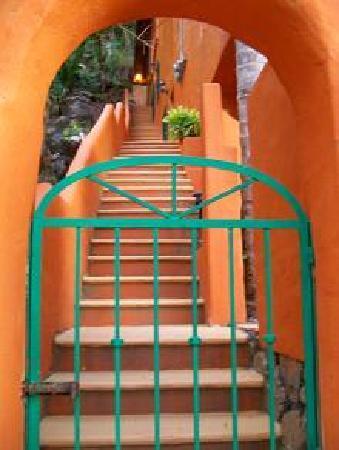 Casa de los Artistas: Hacienda down the beach, just an example of steps