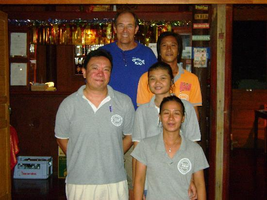 Harry's Bungalows & Restaurant: Friendly fun staff