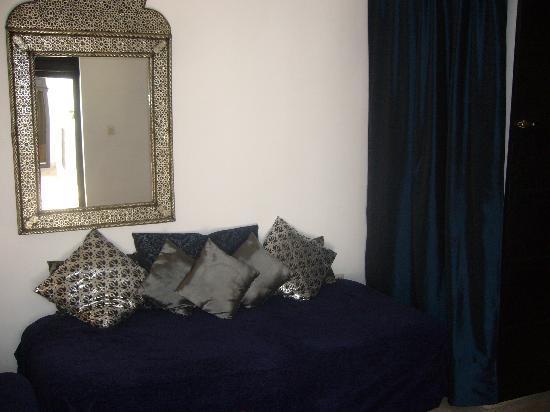 Riad Fabiola : salon suite indigo