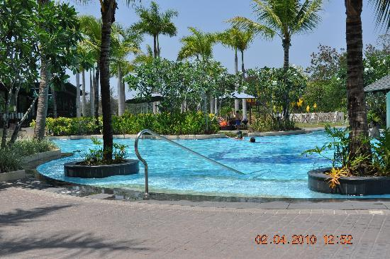 Widus Hotel and Casino: Pool