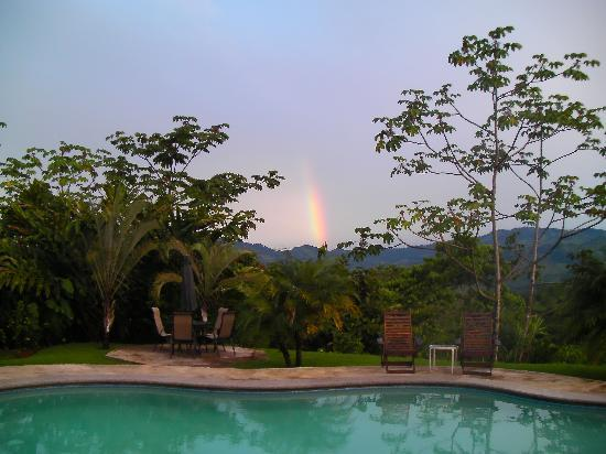 Villa Los Aires/Las Aguas Lodge: A beautiful rainbow early in the morning.