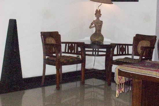 Cendana Hotel: sitting ares